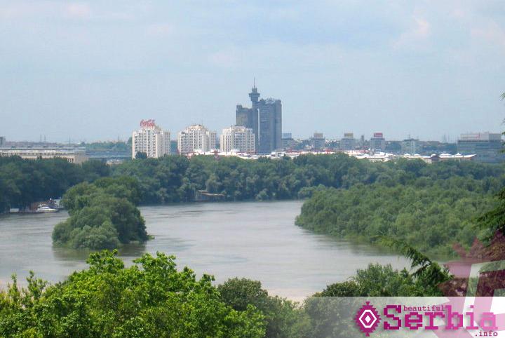 confluence Spomenik Pobednik i Novi Beograd
