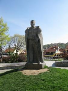 Spomenik i trg Zivojina Misica 225x300 Ваљево, Бранковина, манастир Каона